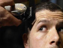 Cómo afeitar su cabeza con una maquinilla de afeitar eléctrica