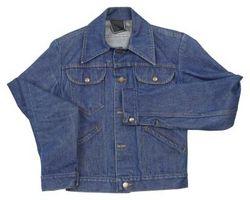Cómo acortar las mangas de una chaqueta de Jean