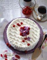 Agregar el jugo de fruta en lugar de agua para la mezcla de la torta