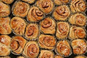 Cómo hacer rollos de canela Usando una máquina de pan