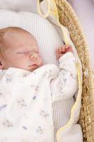 Cómo fotografiar al bebé recién nacido por un pasaporte
