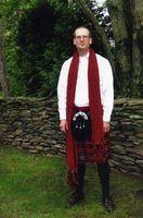 Cómo usar una falda escocesa para ir de excursión