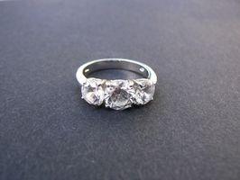 Cómo proteger del rodio en un anillo de plata esterlina