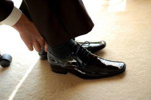 Cómo pulir zapatos de cuero negro
