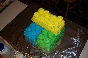 Cómo hacer un pastel de Lego para la fiesta de cumpleaños del muchacho
