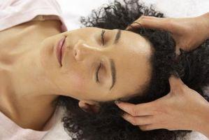 Cómo dar un masaje del cuero cabelludo para estilistas