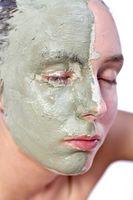 Cómo hacer una máscara de tratamiento de la piel seca