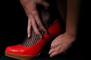 Cómo estirar un zapato mitad de un tamaño