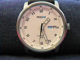 Cómo ajustar una banda de reloj de Pulsar