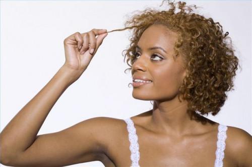 Cómo elegir Aspectos destacados del pelo para la tez oscura
