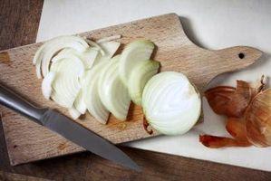 Cómo Remojar las cebollas en agua salada