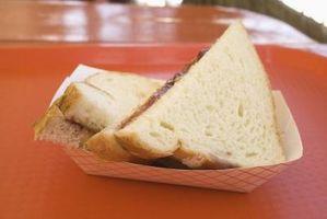 Pasos de hacer un sándwich de mantequilla de maní y jalea
