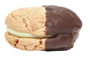 No glaseado de chocolate que contienen leche y mantequilla necesita refrigeración?