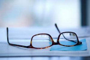 Cómo cuidar los lentes con revestimiento anti-reflectante