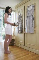 Cómo vestirse abajo un vestido de encaje blanco