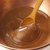 Cómo hacer una taza de té de la fundición del chocolate