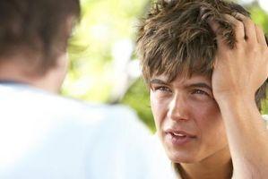 Los cortes de pelo para los chicos adolescentes con caras ovaladas