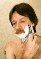 Cuáles son las funciones de agua desionizada en la crema de afeitar?