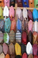 Cómo estirar los zapatos de cuero no