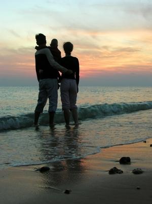 Las mejores vacaciones en la playa de relajación de la familia