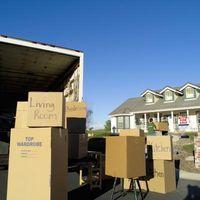 Cómo cargar cajas en un camión de mudanzas